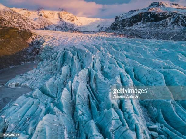 crevices at svinafellsjokull glacier, iceland - 氷河 ストックフォトと画像