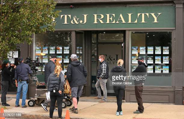A crew films actors Annie Murphy and Matt Dellapina on location at a real estate office in Brockton MA on Oct 20 2020 Murphy plays the lead in the...