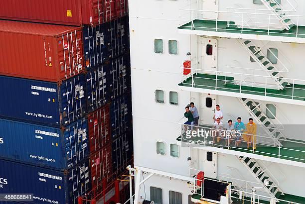 クルーのコンテナー船 - 乗員 ストックフォトと画像