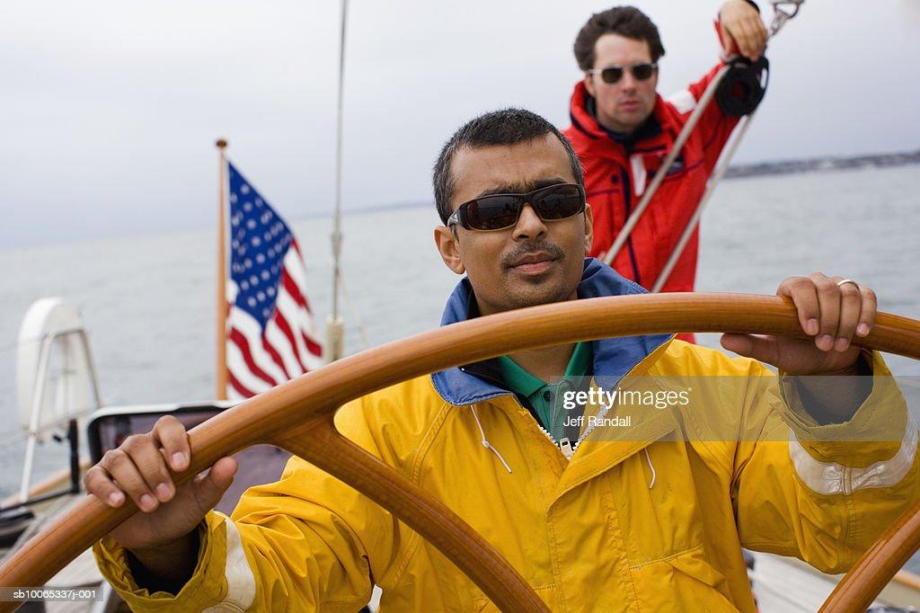 Crew sailing racing yacht : Foto stock