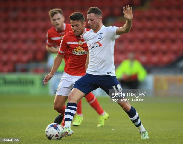 Crewe Alexandra's Bradden Inman and Preston North End's Alan Browne battle for the ball