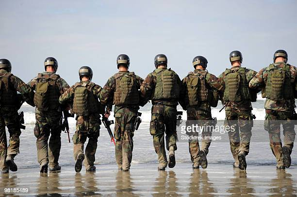 crewman qualification training students hitting the surf before the start of medical training instru - army soldier stock pictures, royalty-free photos & images