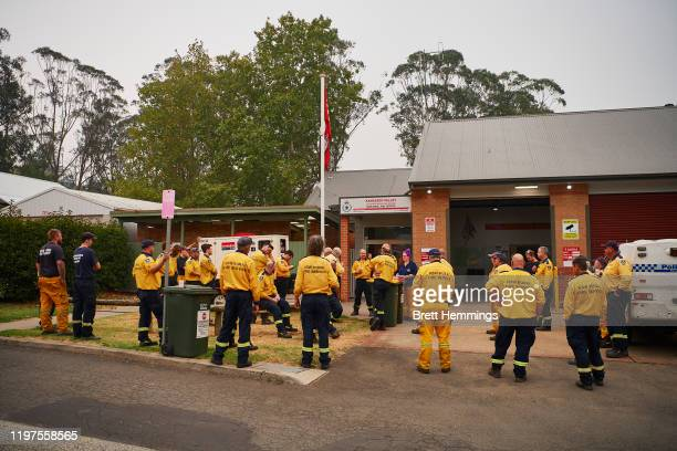 Crews have a briefing prior to heading out into the fire zone at Kangaroo Valley RFS Station on January 5, 2020 in Kangaroo Valley, Australia. One...