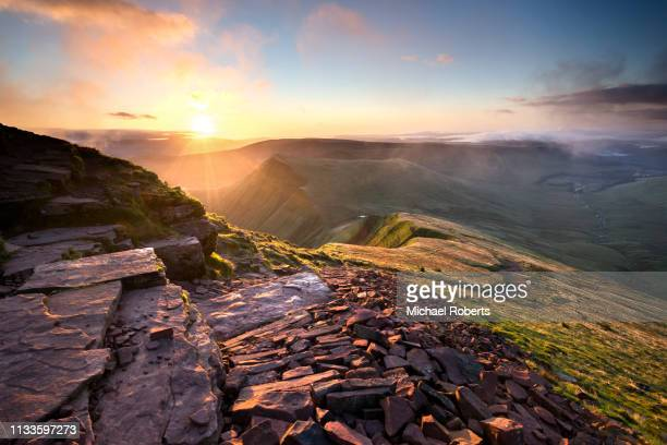 cribyn from pen y fan in the brecon beacons, wales. - wales stockfoto's en -beelden