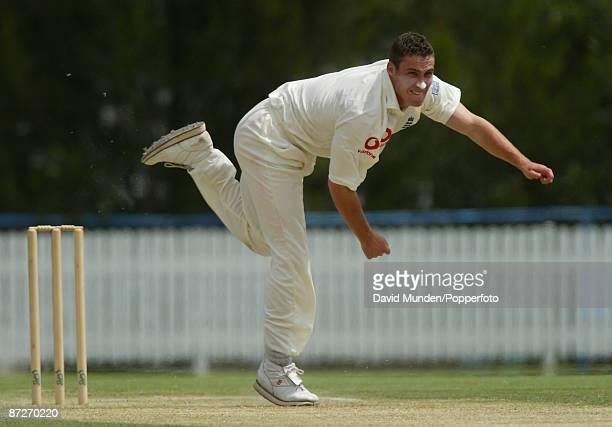 Cricket England tour of Australia Queensland v England Brisbane 2/11/2002 1st day SIMON JONES / ENGLAND FAST BOWLER
