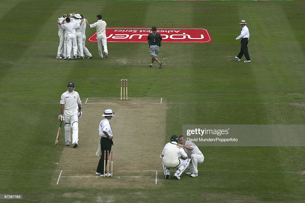 England v Australia at Edgbaston, 2nd Test 4th day, 2005. MICHAEL KASPROWICZ GLOVES A BALL FROM STEVE HARMISON TO BE CAUGHT BY GERAINT JONES, GIVING ENGLAND A 2 RUN VICTORY. THE ENGLAND PLAYERS CELEBRATE , WHILST ALL ROUNDER ANDREW FLINTOFF CONSO... : News Photo