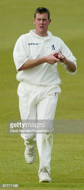 Cricket: Frizzell County Championship 8/05/2002 Leicestershire v Warwickshire at Grace Road ASHLEY GILES / WARWICKSHIRE C.C.C.