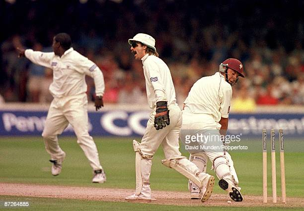 Cricket Nat West Final 1999 Gloucestershire v Somerset JACK RUSSELL appeals for a stumping MARK ALLEYNE appeals for a catch and Somerset batsman ROB...