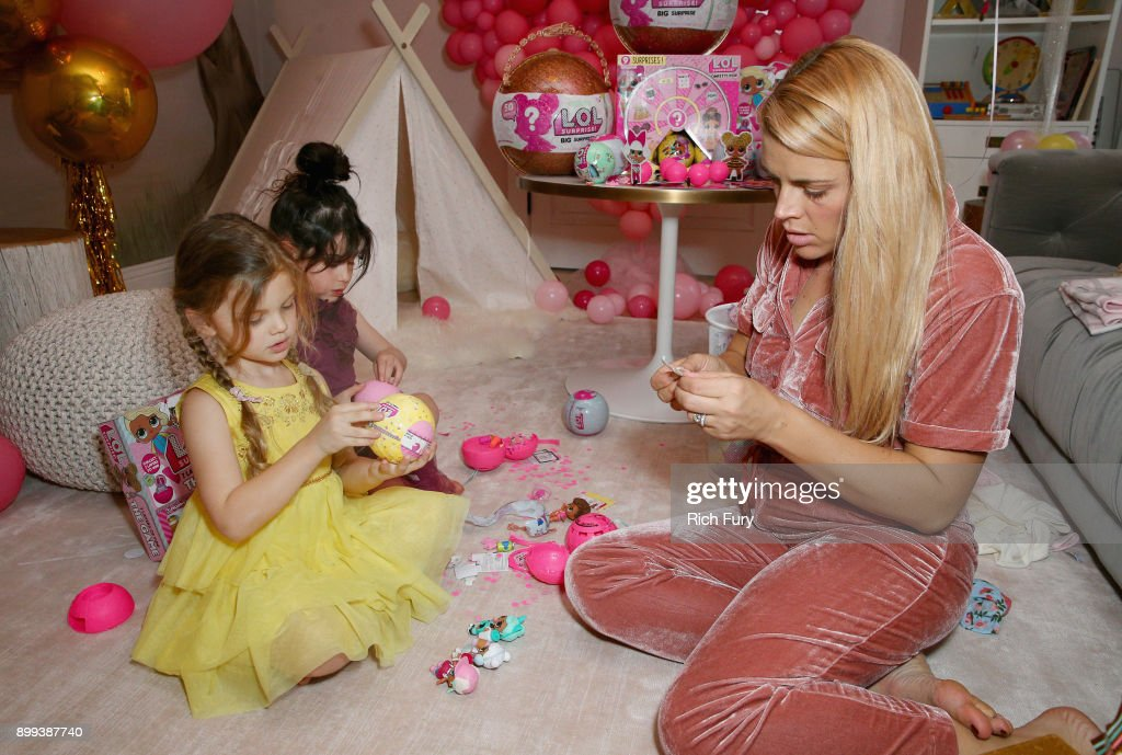 Cricket Pearl Silverstein Flora Furst And Busy Philipps