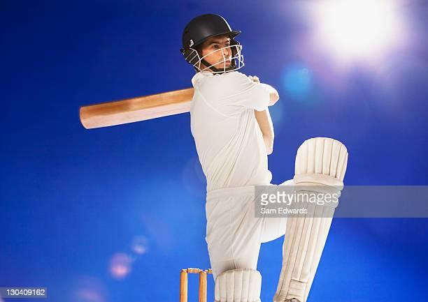 Cricket-Spieler Schwingende bat