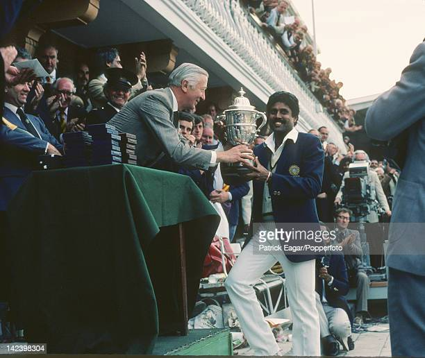 Cricket World Ciup 1983 India v West Indies at Lord's Kapil Dev receives the World Cup E835540