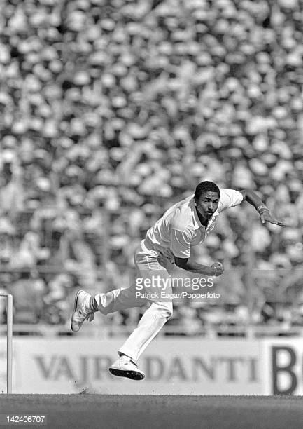 """""""Cricket World Cup 1987 Final at Eden Gardens, Calcutta Australia v England Phil DeFreitas bowling 64636_28A """""""