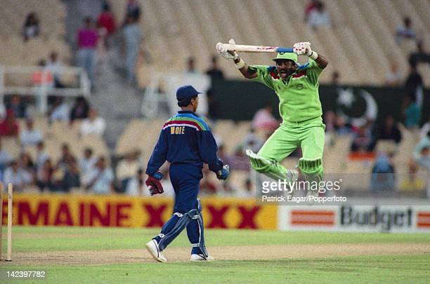Cricket World Cup 1992 India v Pakistan at Sydney Javed Miandad shows frustratiuon at Kieran More's appealing 6580420