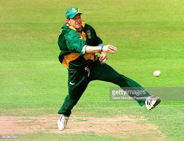 Cricket World Cup 1999 South Africa v New Zealand at Edgbaston 10699 JONTY RHODES / SOUTH AFRICA attempts a run out