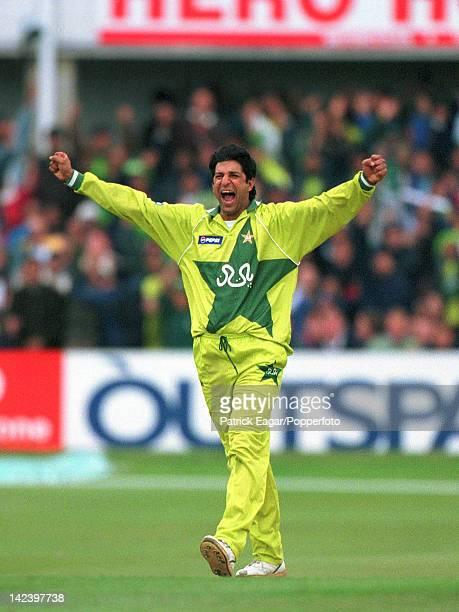 Cricket World Cup 1999 Wasim Akram bowls Martyn 6676921