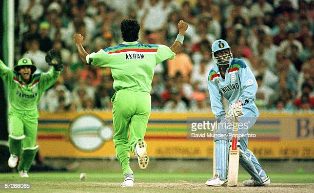 Cricket World cup final 1992 England v Pakistan CHRIS LEWIS IS BOWLED 1ST BALL BY WASIM AKRAM