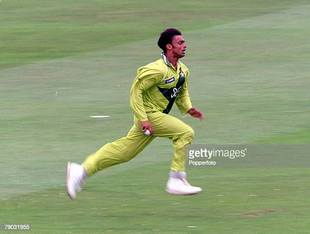 Cricket World Cup Final Lords 20th June Australia beat Pakistan by 8 wickets Pakistan's Shoaib Akhtar runs up to bowl
