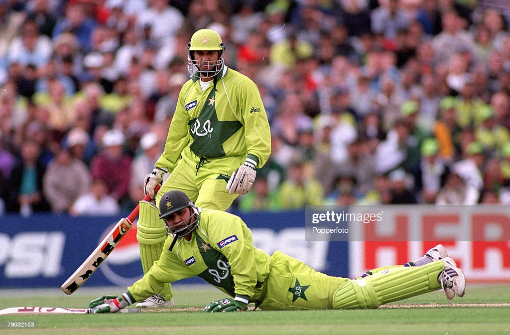 1999 Cricket World Cup. Headingley. 23rd May, 1999. Pakistan beat Australia by 10 runs. Pakistan's Inzamam Ul Haq is run out for 81. : News Photo