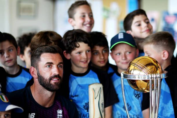 GBR: Liam Plunkett Visits Dulwich Cricket Club