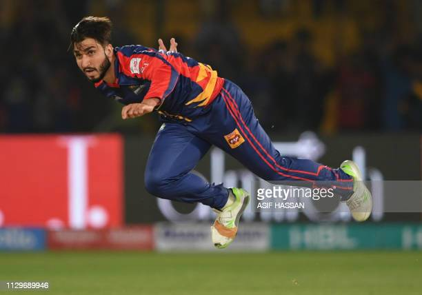 Cricketer Usman Shinwari of Karachi Kings delivers a ball during the second match of the last eight matches of its domestic Twenty20 League in the...