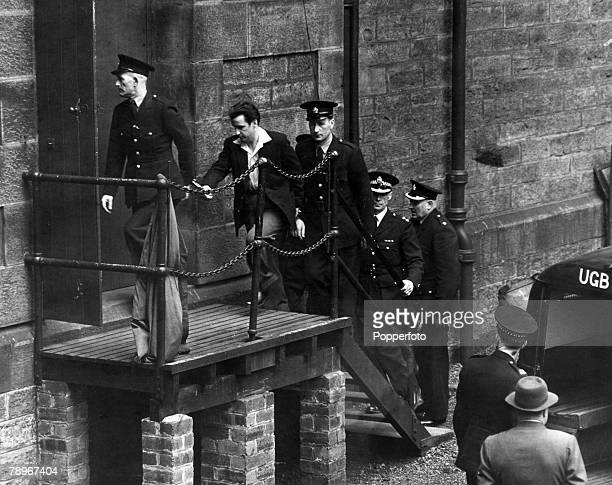 Crime Glasgow Scotland Peter Manuel being escorted by Police officers into the Court of Criminal Appeal Manuel was executed later that year for the...