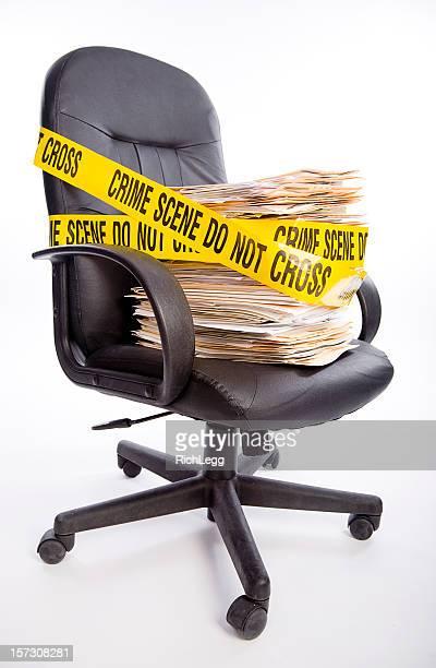 verbrechen im büro - the black tape project stock-fotos und bilder