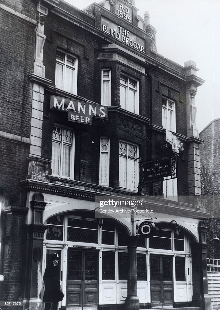 Crime London, England. Circa 1960's. The Kray Twins. The Blind Beggar pub. Scene of the murder of George Cornell by Ronnie Kray in 1966. : News Photo
