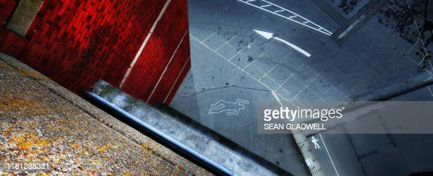 crime scene chalk outline - dead body stock pictures, royalty-free photos & images