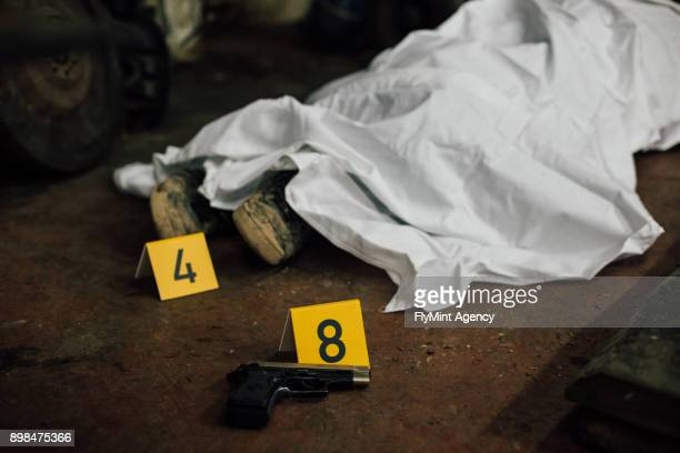 crime scene investigation - covered human body and evidences - dead stock pictures, royalty-free photos & images