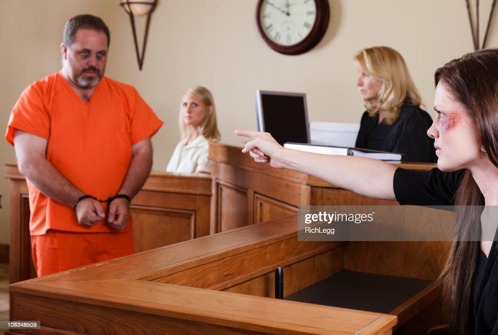 Straf- und Opfer in Court : Stock-Foto