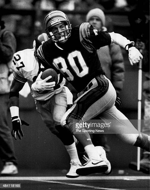 Cris Collinsworth of the Cincinnati Bengals runs with the ball circa 1980s