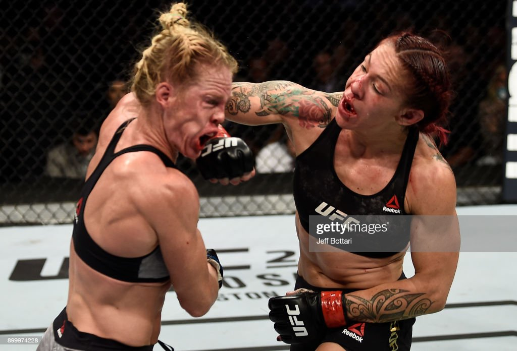 UFC 219: Cyborg v Holm : News Photo