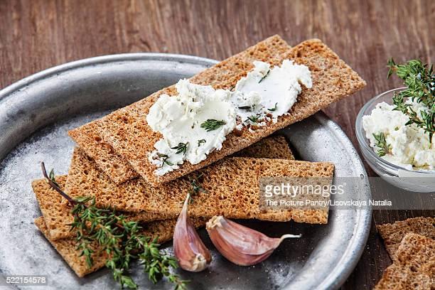 Crisp bread with cream cheese