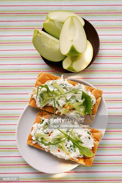 Crisp breads with quark and rocket; fresh apple wedges