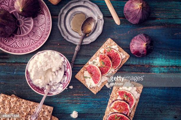 Crispbread with Serrano Ham, Cottage Cheese, and Figs