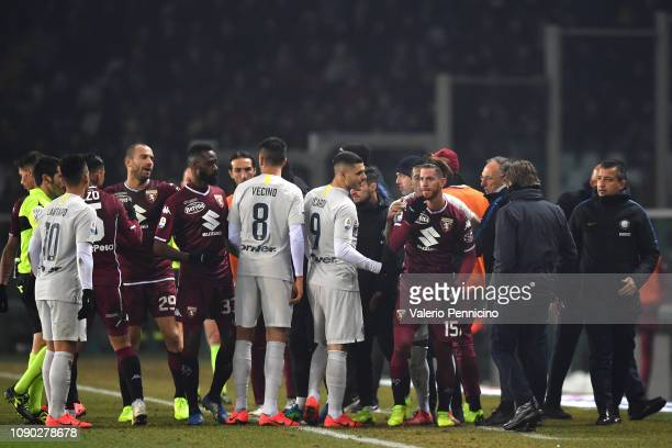 Cristian Ansaldi of Torino FC discutes with Mauro Icardi of FC Internazionale during the Serie A match between Torino FC and FC Internazionale at...
