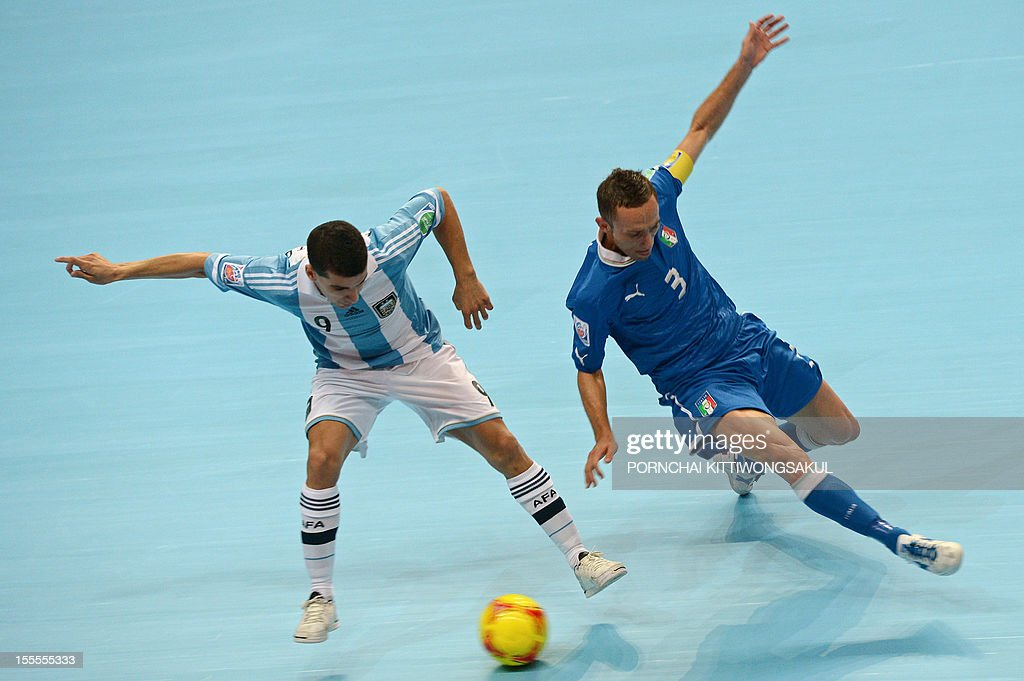 Cristian Borruto of Argentian (L) battles for the ball with Marcio Forte of Italy (R) during their first round football match of the FIFA Futsal World Cup 2012 in Bangkok on November 5, 2012.
