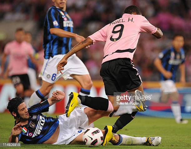 Cristian Chivu (L9 of Inter and Abel Hernandez of Palermo battle for the ball during the Tim Cup final between FC Internazionale Milano and US Citta...