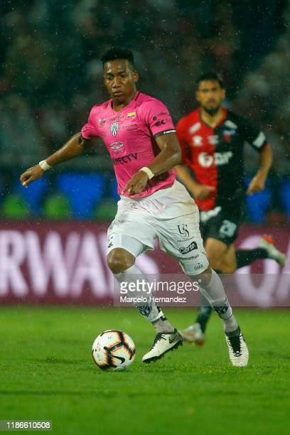 Cristian Dajome of Independiente del Valle controls the ball during the final of Copa CONMEBOL Sudamericana 2019 between Colon and Independiente del...