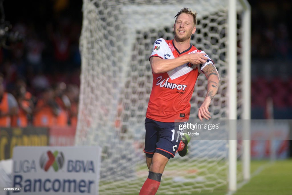 Cristian Menendez of Veracruz celebrates after scoring the first goal of his team during the fifth round match between Veracruz and Queretaro as part of the Torneo Apertura 2017 Liga MX at Luis 'Pirata' de la Fuente Stadium on August 20, 2017 in Veracruz, Mexico.