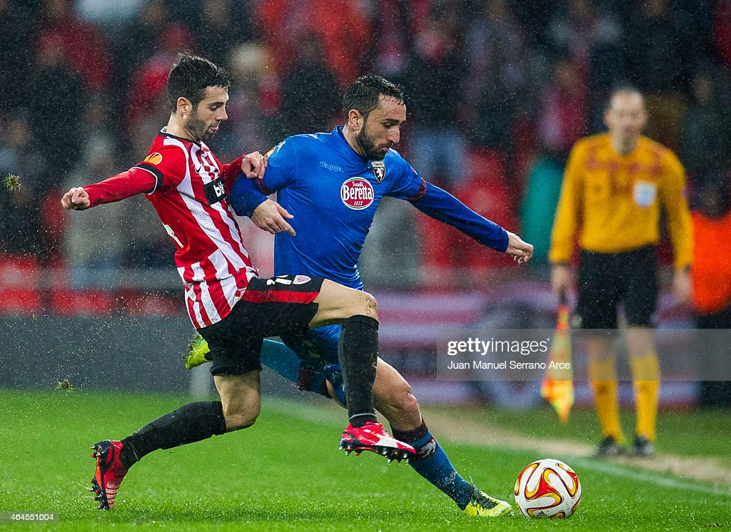 Cristian Molinaro of Torino FC duels for the ball with Markel Susaeta of Athletic Club during the UEFA Europa League Round of 32 match between Athletic Club and Torino FC on at San Mames Stadium on February 26, 2015 in Bilbao, Spain.