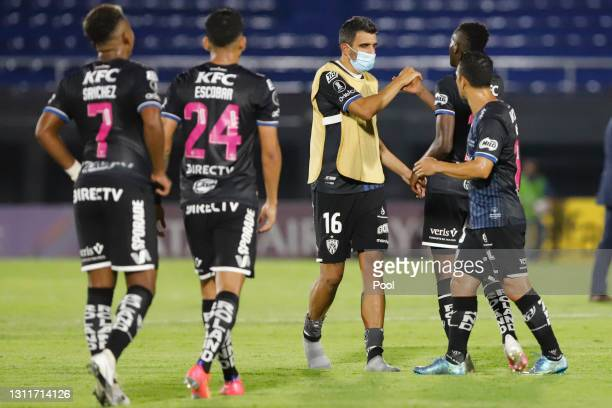 Cristian Pellerano of Independiente del Valle celebrates with his teammates after the victory in a third round first leg match between Independiente...