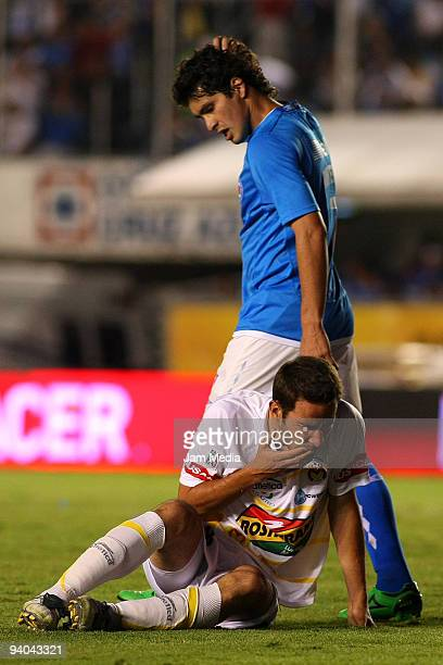 Cristian Riveros of Cruz Azul and Morelia's Luis Gabriel Rey during their semifinals match as part of the 2009 Opening tournament in the Mexican...