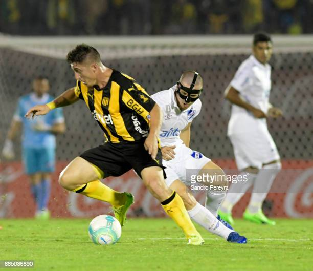 Cristian Rodriguez of Peñ–arol and Santiago Romero of Nacional fight for the ball during a match between Pe–ñarol and Nacional as part of Torneo...