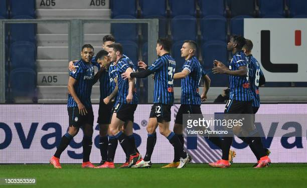 Cristian Romero of Atalanta celebrates with team mates after scoring their side's fourth goal during the Serie A match between Atalanta BC and SSC...