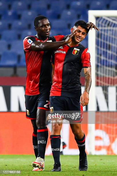Cristian Romero of Genoa celebrates with his team-mate Cristian Zapata after scoring a goal during the Serie A match between Genoa CFC and Hellas...