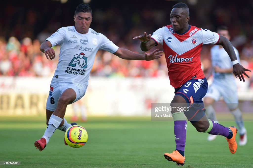 Cristian Torres (L) of Leon and Miguel Murillo (R) of Veracruz fight for the ball during the 15th round match between Veracruz and Leon as part of the Torneo Clausura 2018 Liga MX at Luis 'Pirata' de la Fuente Stadium on April 15, 2018 in Veracruz, Mexico.