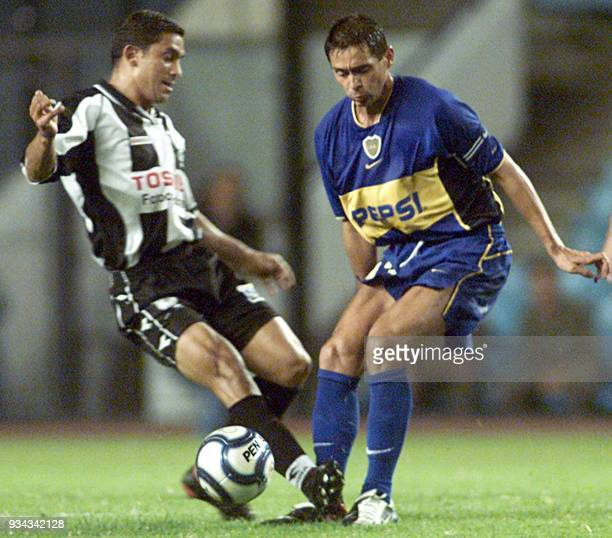 Cristian Traverso of the Boca Juniors fights Sebastian Eguren of Montevideo's Wanderers 06 March 2002 in the La Bombonera stadium Buenos Aires...