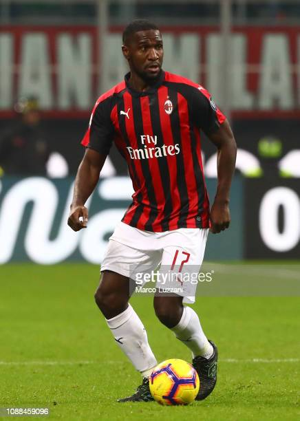 Cristian Zapata of AC Milan in action during the Serie A match between AC Milan and SPAL at Stadio Giuseppe Meazza on December 29, 2018 in Milan,...