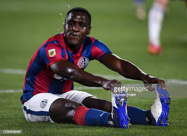 Cristian Zapata of San Lorenzo gestures during a match between River Plate and San Lorenzo as part of Torneo Liga Profesional 2021 at Estadio...